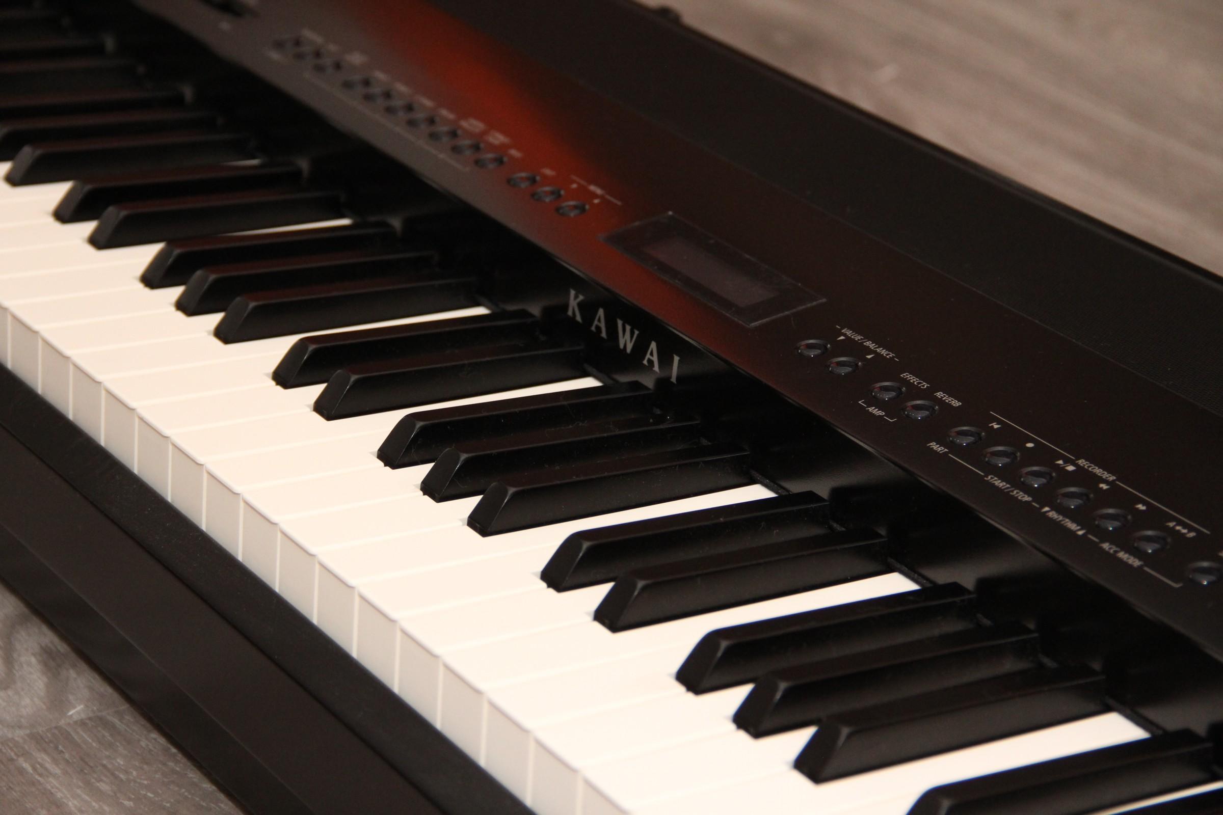 buhler pianos pianos num rique. Black Bedroom Furniture Sets. Home Design Ideas